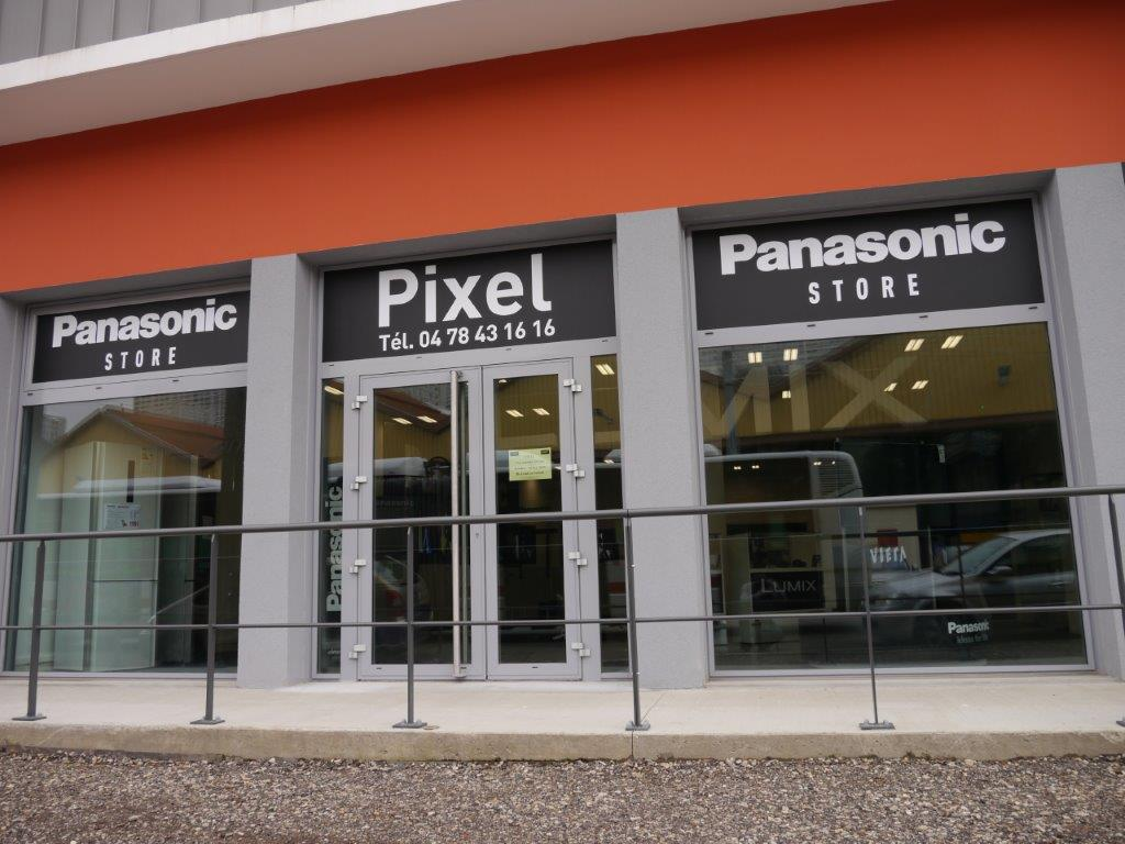 Vitrine du magasin Panasonic Store 27 Rue sains Simon 69009 Lyon